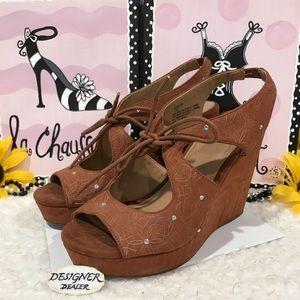 Yellow Box Starling Brown High Heel Wedge Size 7.5